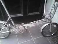 BICKERTON ALUMINIUM ,FOLDING ROAD BIKE,FITS ANY SIZE,3 SPEED GEARS,GOOD CONDITION.