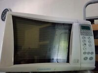 Microwave in fully working order. Clean. 800 w. Delivery available