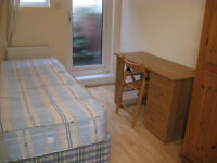 £330 / w - Three bedroom flat on Hammersmith Road close to Barons Court station