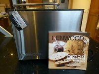 KENWOOD BM450 BREADMAKER - HARDLY USED (WITH INSTRUCTIONS AND COOK BOOK)