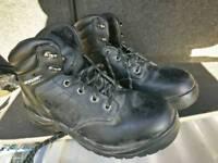 Dunlop steel toe worker size 6 boots men. VGC