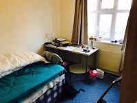 VERY LARGE EXECUTIVE 3 BEDROOM STUDENT ACCOMODATION - HOME FROM HOME