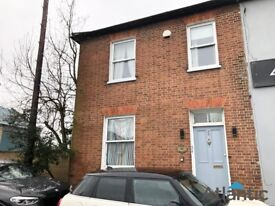 Newly Decorated 3 Bedroom Flat In Chertsey, KT16, 2 Minute Walk to Chertsey Train Station