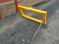 Tractor three point linkage double bale spike