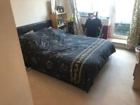 Spacious Double Room to rent in St. Marks Heights, Lamberts Road, Surbiton KT5 with Balcony Access.