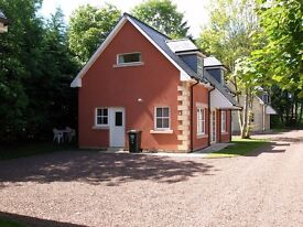 Beautiful spacious 2 bedroom detached house in peaceful private grounds
