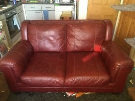 2 seater leather sofa. Burgundy/ wine in colour. A few scratches but still a good free sofa