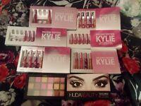Kylie Jenner Lip Kit Holiday Bundle 4 Piece Mini Mattes Huda Beauty Palette Make Up Bundle Set