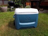 Igloo Maxcold Cool Box. 62 Quart (c.70l)