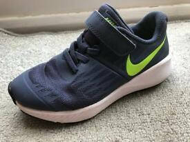 Nike trainers junior size 11 excellent condition