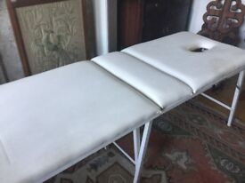 Massage table folding carrying handle