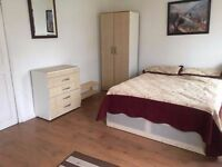 AMAZING DOUBLE ROOM AVAILABLE NOW IN GOLDERS GREEN !