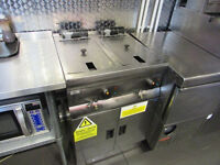 2 baskets , clean ,exelent condition Lincat Twin Commercial Fryer ,Fully working