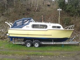 Freeman 22 wide beam river & canal cabin cruiser boat with 4 wheeled braked trailer