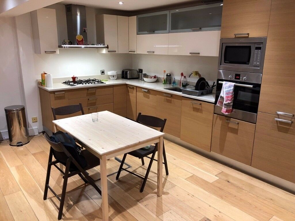 Lovely double bedroom with garden available NOW in Clapham Junction!
