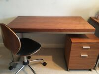 High Quality Desk with Drawers