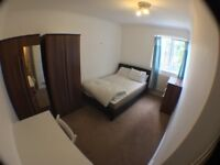 W6 0HT - -NICE DOUBLE ROOM ---RAVENSCOURT TUBE STATION only 3 minutes walk