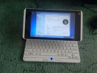 Netbook/tablet touchscreen windows 7 comes with power supply