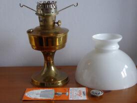 ANTIQUE ALADDIN OIL PARAFFIN LAMP MODEL 23 1970, BRASS BODY, WHITE GLASS SHADE