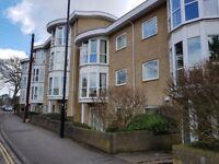 2 Double bedroom modern ground floor flat with en suite
