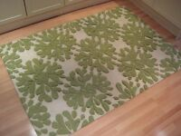 Lovely 100% Wool Designer Rug - Very good clean condition - 6ft by 4ft (183 cm by 122 cm)