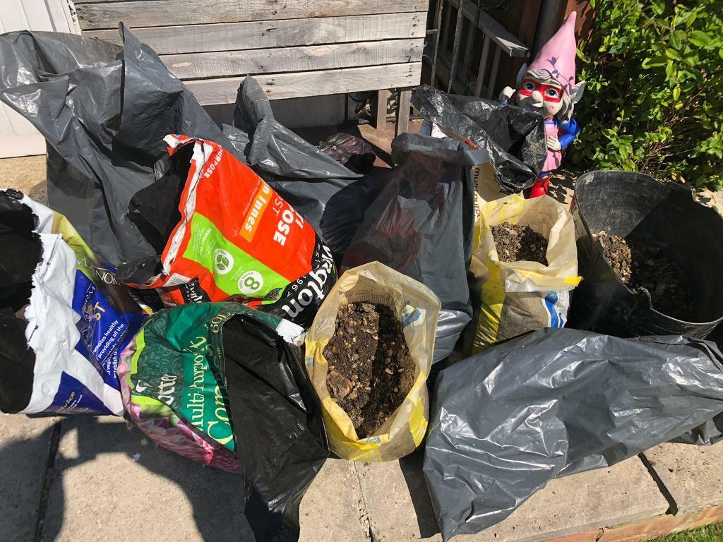 10 bags of gravely soil ideal for flower beds / pots