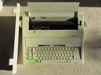 Electronic Typewriter - Brother AX-15