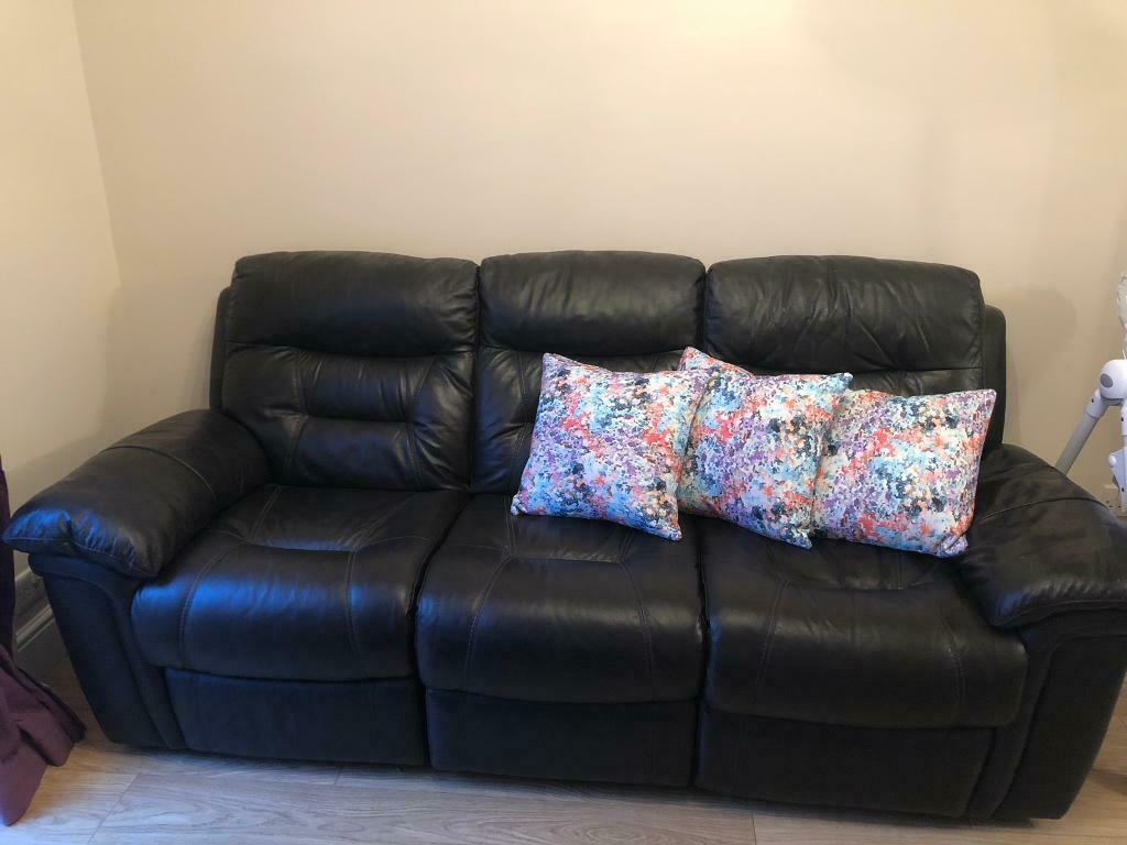 Peachy 3 Seater Dfs Leathers Recliner Sofa In Slough Berkshire Gumtree Inzonedesignstudio Interior Chair Design Inzonedesignstudiocom