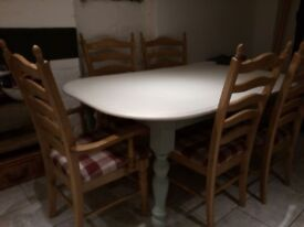 Extending kitchen/dining table with 6 chairs