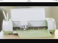 Cricut die cutting machine hardly used . Extras free