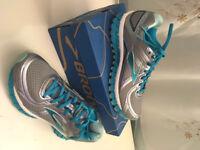 Like new Brooks Adrenaline GTS 16 women's running shoes, size 6.5