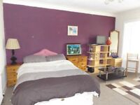 2 Bedrooms Available in House