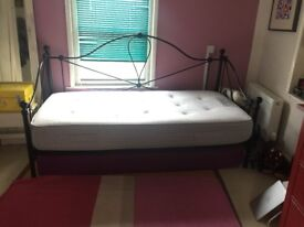Day Bed for Sale with New Mattress