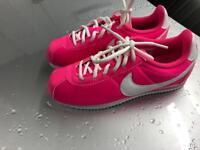 Girls Nike size 4
