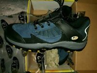 Safety shoes size 9 new