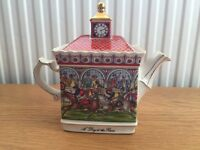 Excellent condition Sadler Teapot 'A day at the Races'