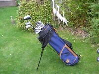 WILSON GOLF CLUBS IN BAG WITH STAND - MENS RIGHT HAND