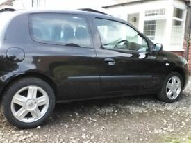 Clio dynamic black mot low mileage good condition new tyres all round and new disc and pads