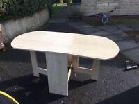 Foldable dinner table