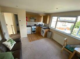 1 bedroom flat in Nether Street, London, N12 (1 bed) (#1160658)