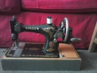 1901 antique working Singer Sewing Machine in very good condition. A collectible