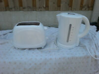 White kettle and toaster