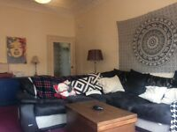 Spacious room in large flat to rent in Dennistoun.