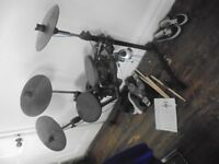 Hardly used unwanted christmas present. DD400+ gear4music drum set