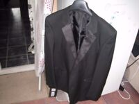 Mens Dinner Suit - Jacket 48R trousers 42S - in excellent condition