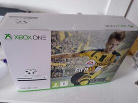 XBOX ONE S Fifa 17 - BASICALLY NEW - Used once to watch a 4K Bluray - FIFA 17 & Lords of The Fallen