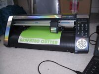 Graphtec vinyl cutter and laptop