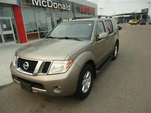 2008 Nissan Pathfinder SE Tow Package Backup Cam