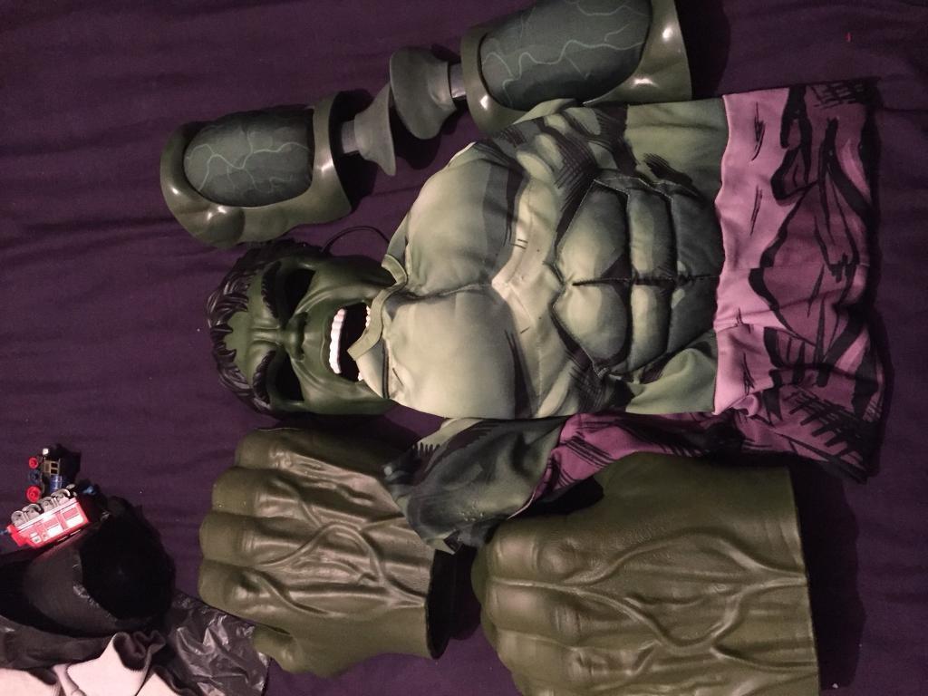 Hulk dressing up
