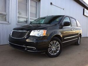 2014 Chrysler Town & Country Touring, FULLY LOADED,  LEATHER.